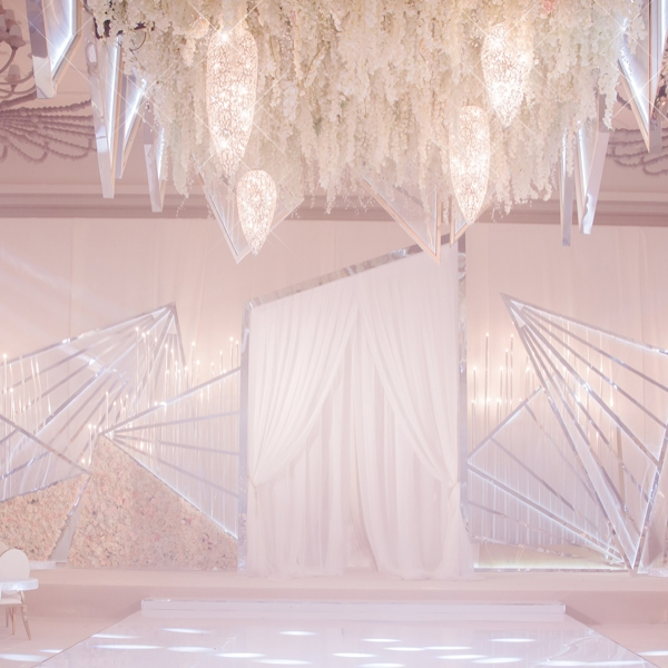 Olivier-Dolz-Wedding-Agency-Lit-Geometry-1_600x600_acf_cropped